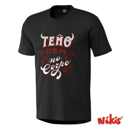 Camiseta Teño o Demo no corpo